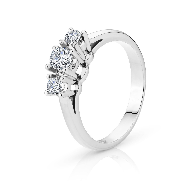 Rosa witgouden ring met drie diamanten